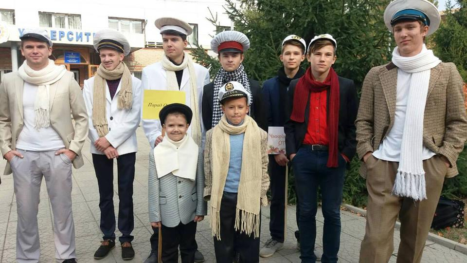 В Старобельске прошел парад Остапов Бендеров