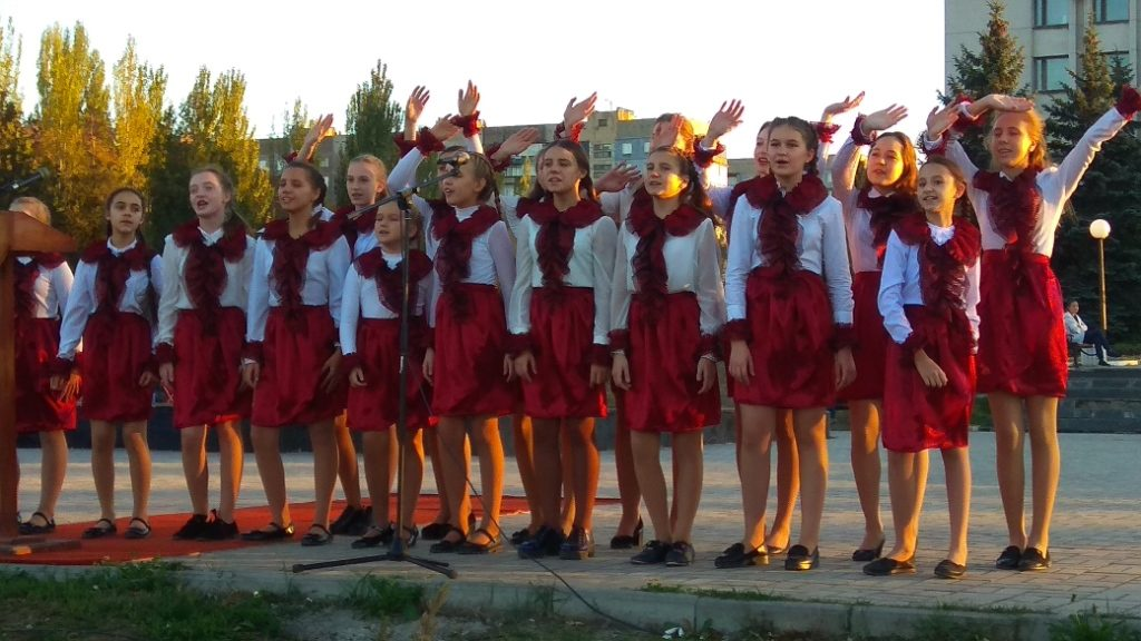 В «ЛНР» приводят детей на митинги агитировать за Пасечника