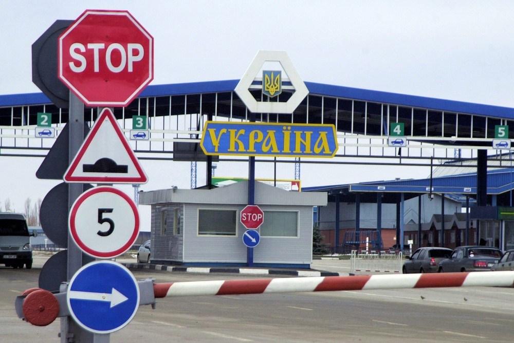 Жителей ОРДЛО, въезжающих в Украину через Россию, продолжают штрафовать. В Раде говорят — незаконно