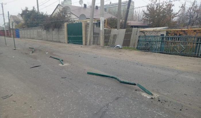В Меловом украинский водитель снес новый забор на границе