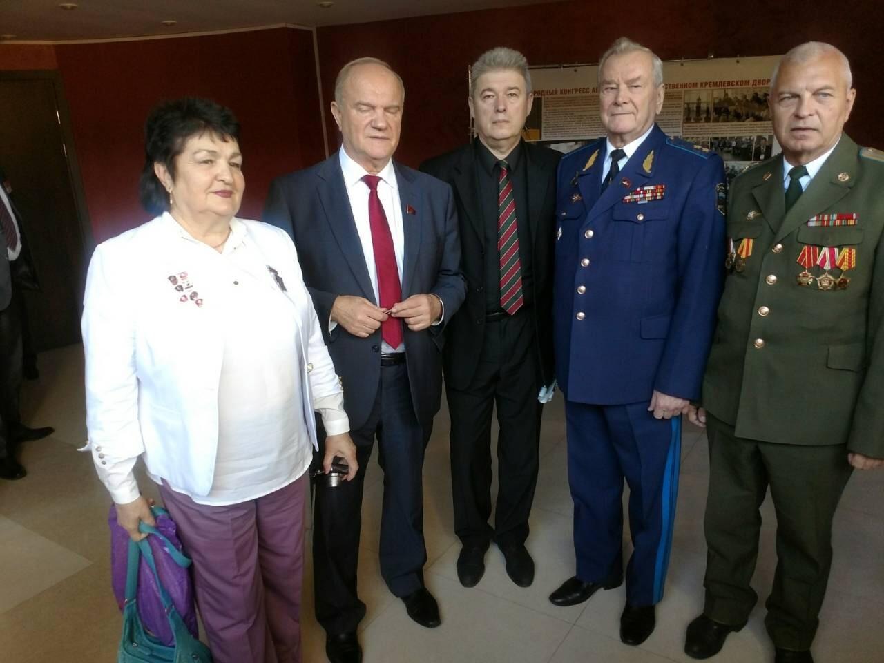Бастарды «Новороссии». Как в «ЛНР» притесняют коммунистов