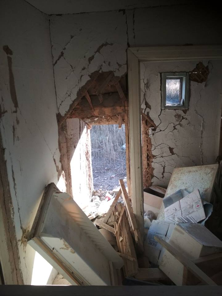 Два дома разрушены при обстреле в поселке Донецкой области