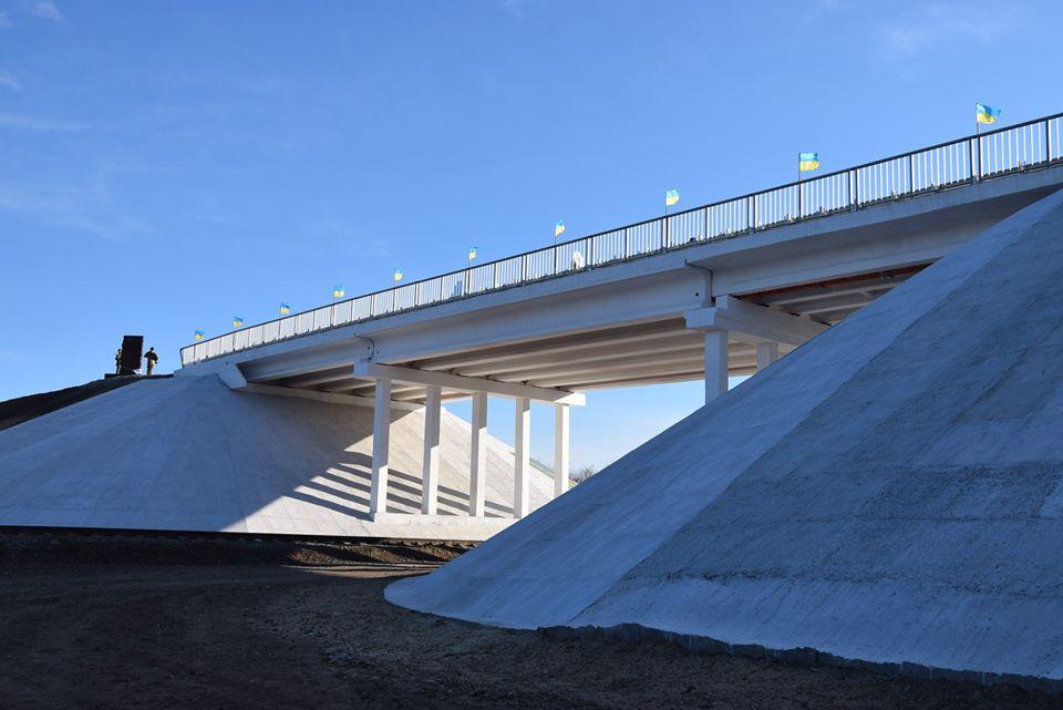 В Луганской области восстановили мост, взорванный летом 2014