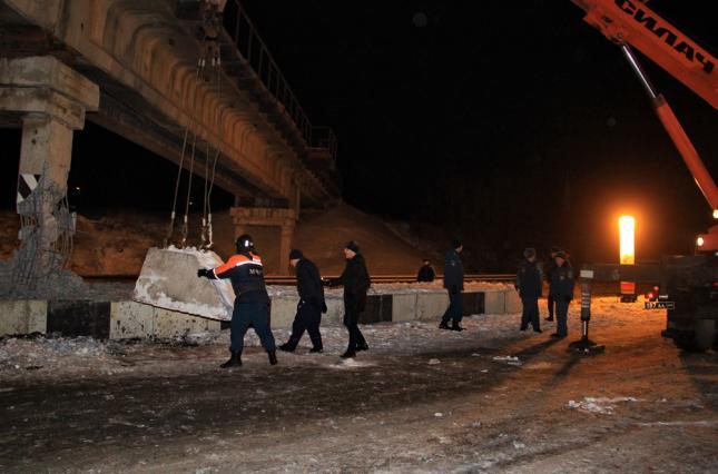 В Донецке подорвали опору железнодорожного моста