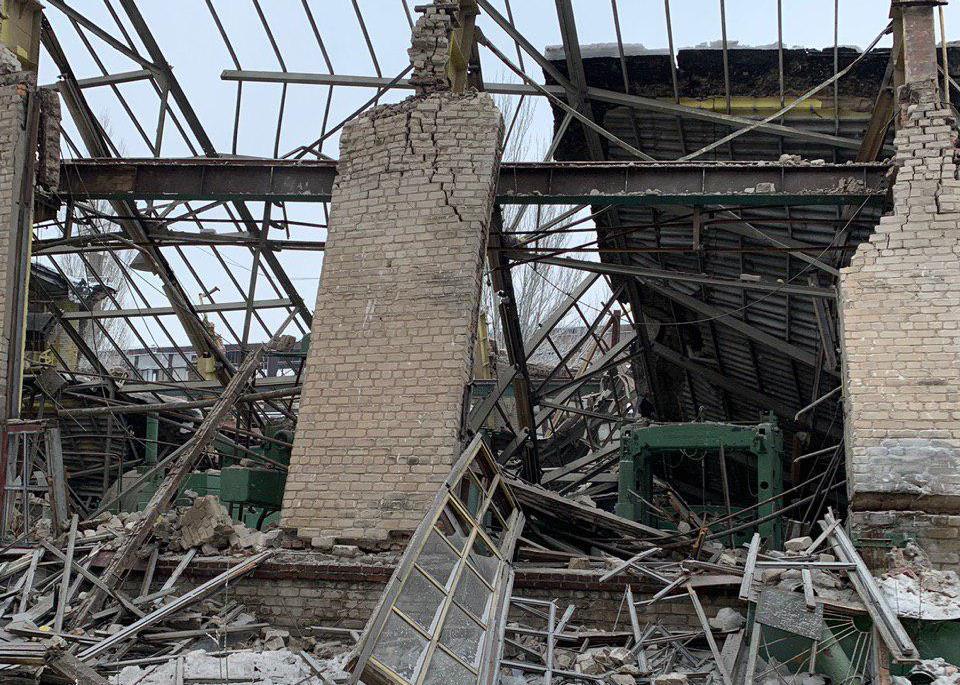 В Горловке на машзаводе обрушились стены цеха