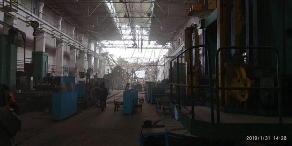 Обрушение крыши на Донецком заводе произошло на площади 1000 квадратных метров