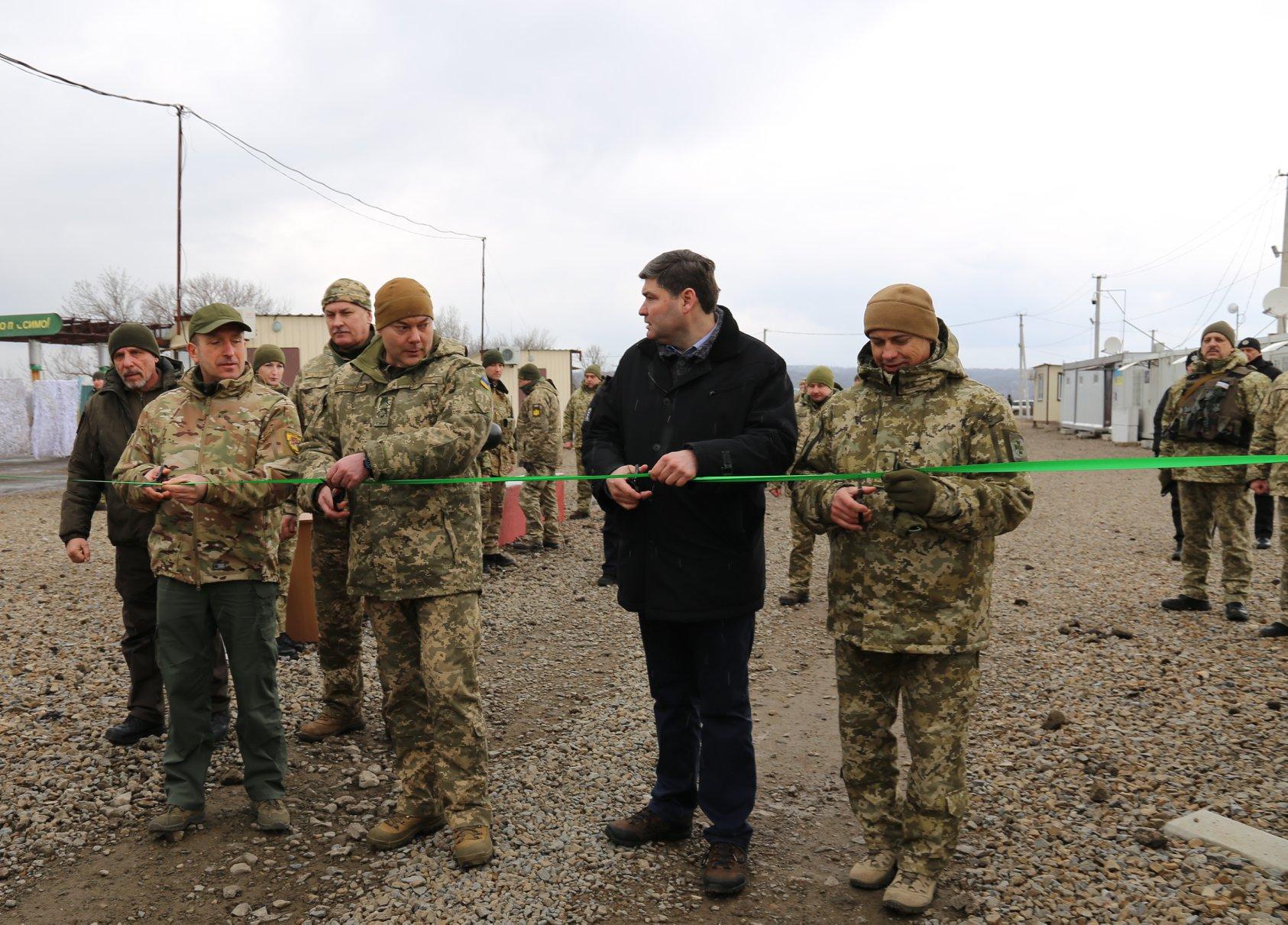 Ленточку перерезали на пустом КПВВ: украинская сторона открыла «Золотое», «ЛНР» — нет