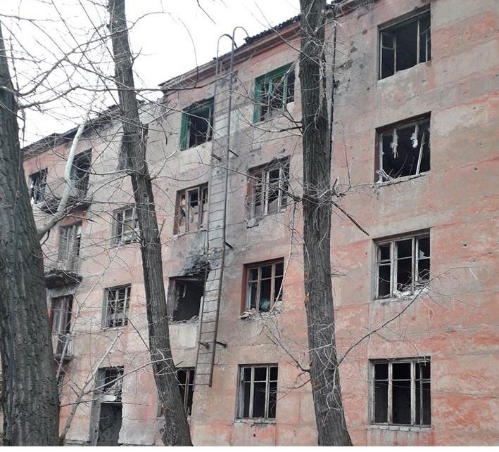 В Золотом от обстрела пострадали 5 квартир
