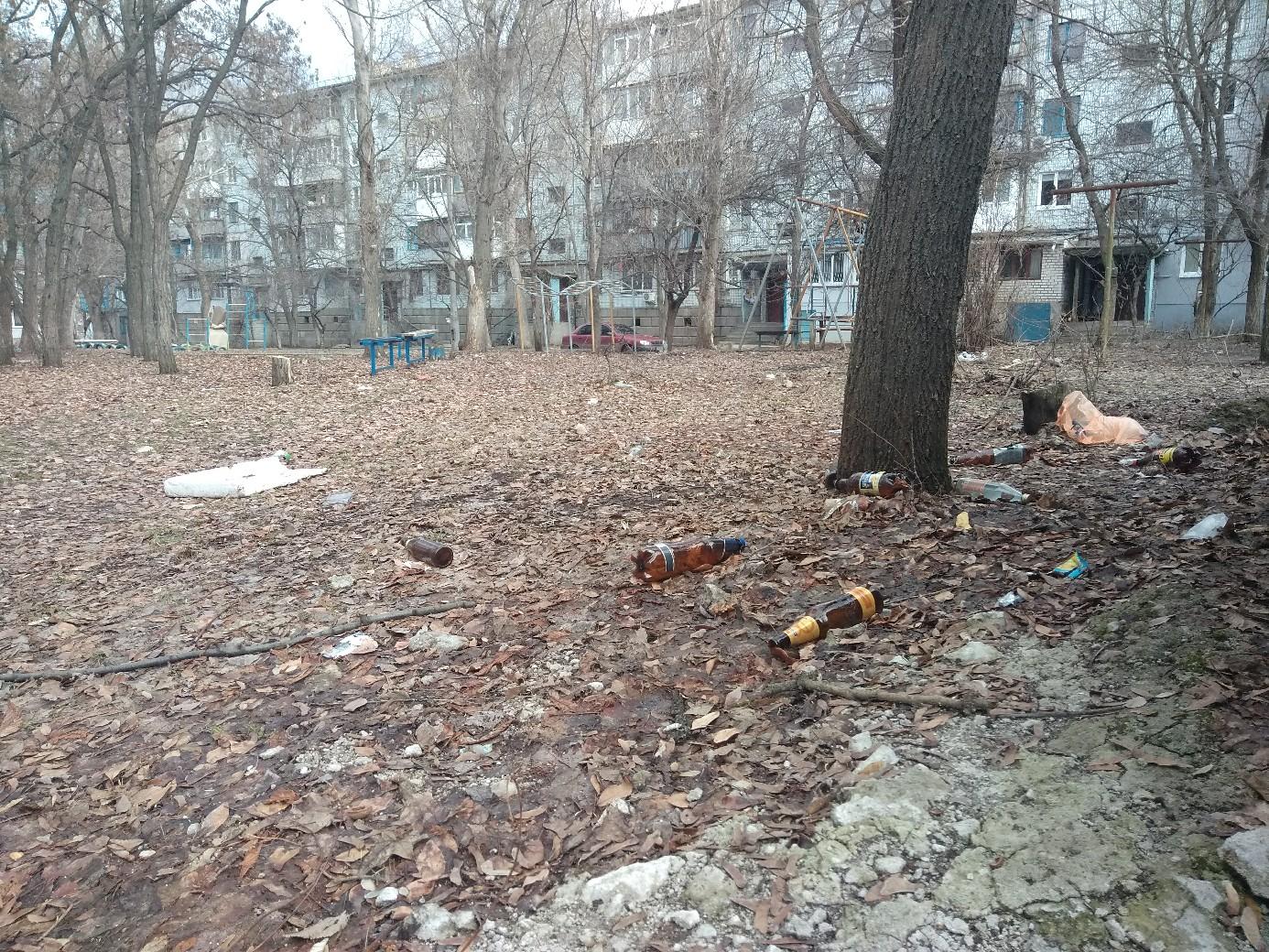 Жители оккупированного Луганска жалуются на не вывезенный мусор и свалки