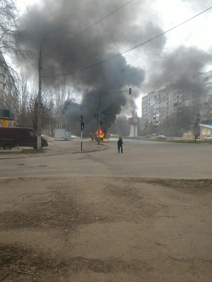 В неподконтрольном Луганске загорелась маршрутка