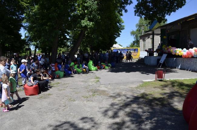 В прифронтовом селе Валуйское открыли летний кинотеатр и WI-FI зону
