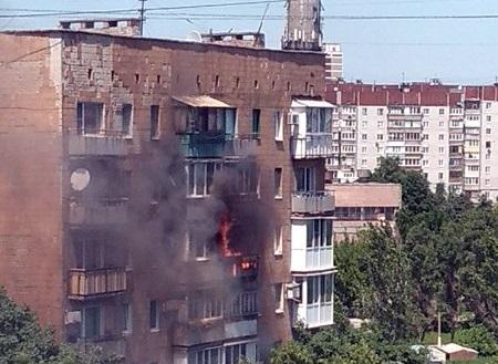 В Донецке горела квартира в многоэтажке: пострадали два человека