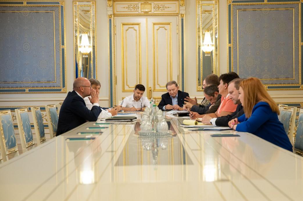 Кучма возвращается в минский переговорный процесс