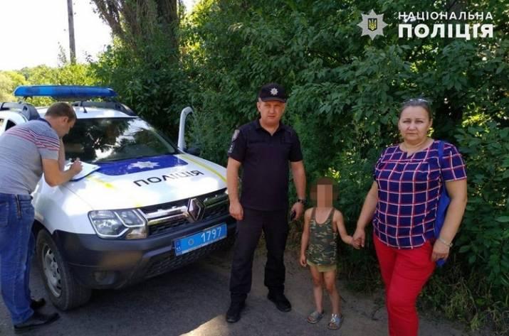 В селе под Новоайдаром мужчина посадил на цепь своего шестилетнего сына
