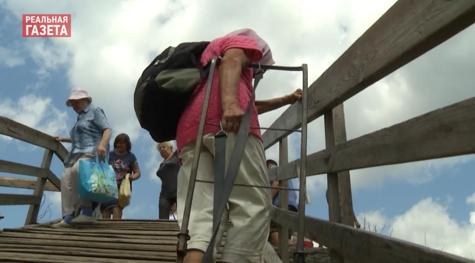 Станица Луганская и надежды на лучшее: от пункта пропуска запустили бесплатный автобус