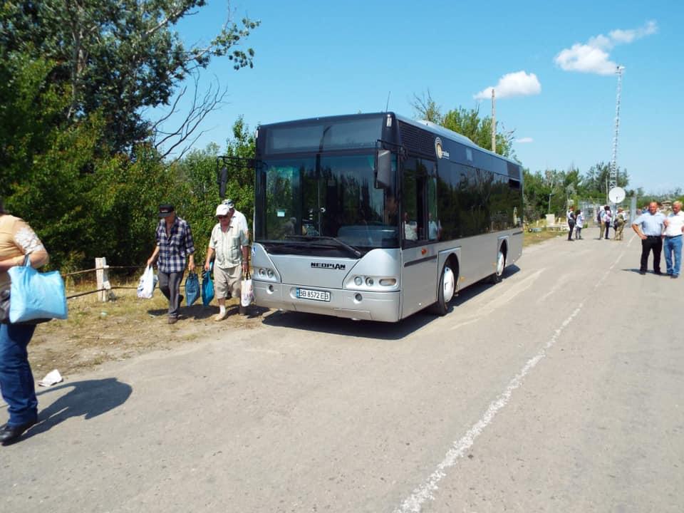 От КПВВ «Станица Луганская» до моста через Северский Донец запустили автобус