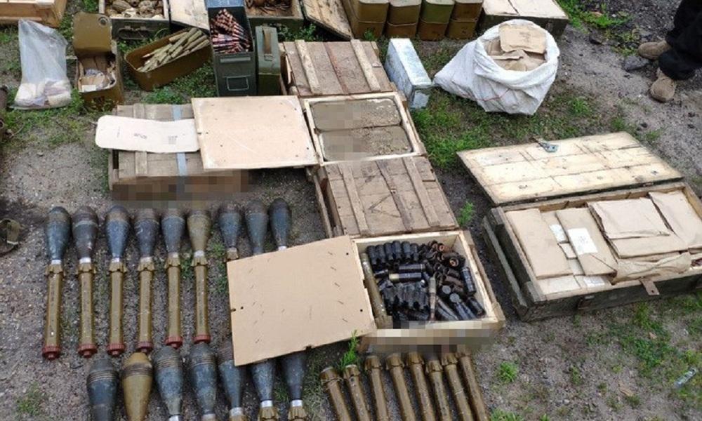 В Новоайдарском районе нашли тайник с боеприпасами