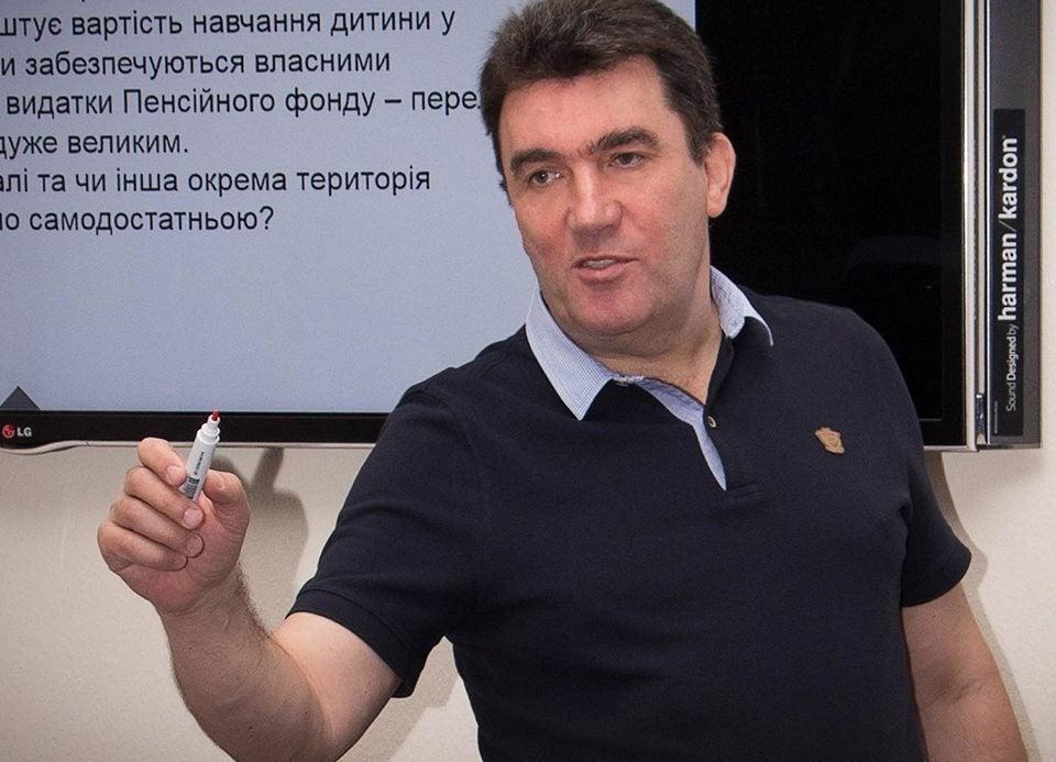 Появилась декларация нового заместителя СНБО Данилова: в ней книги, картины и $47,5 тыс.