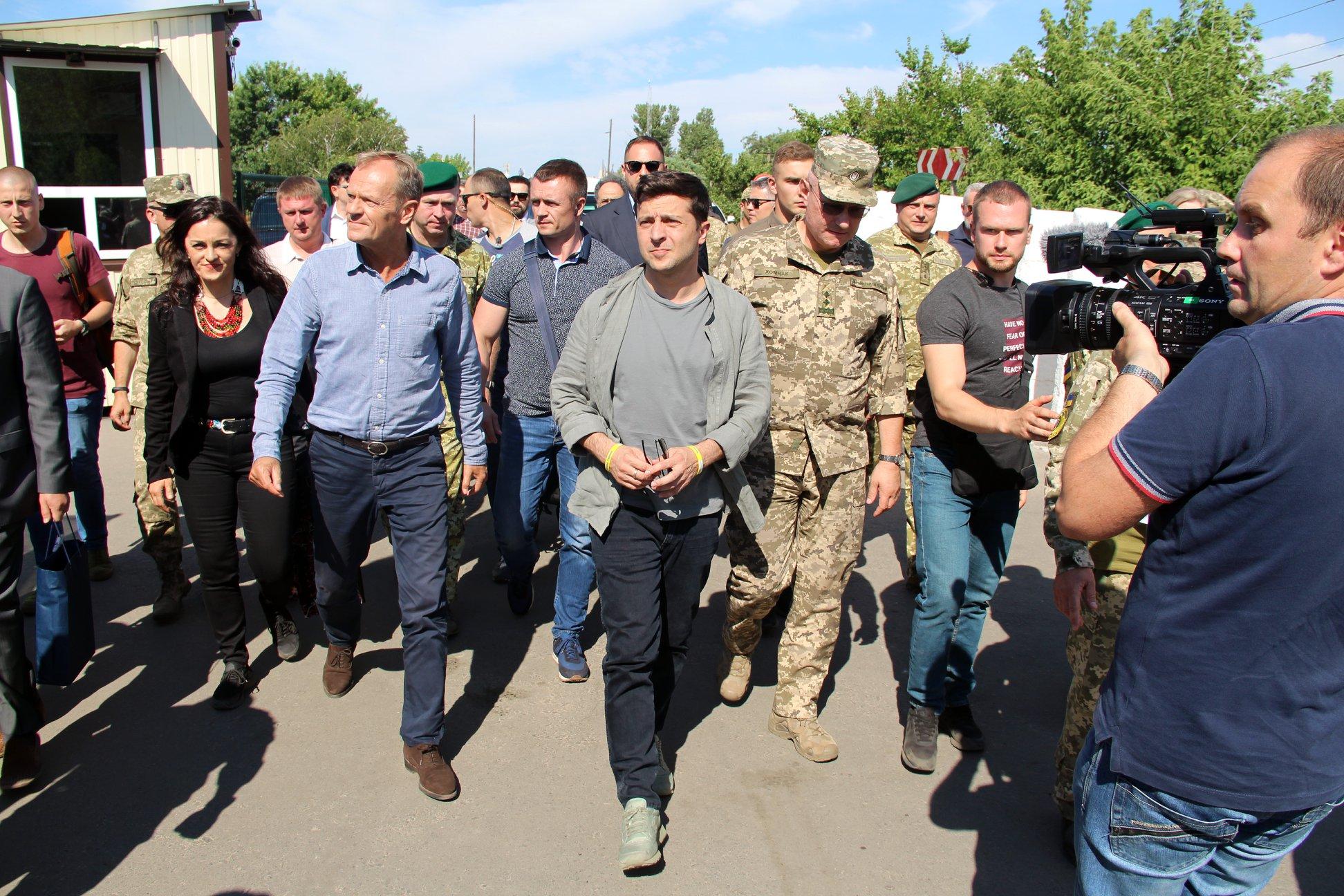 Президент Украины посетил Станицу Луганскую