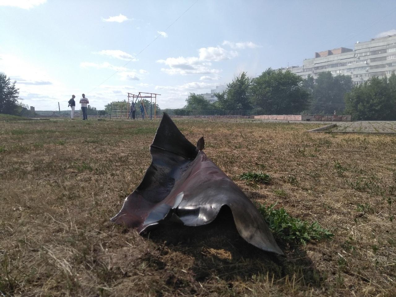 В Луганске горела крыша «китайской стены». До этого был слышен взрыв
