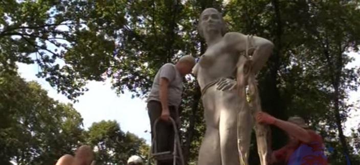 В парке Луганска установили «Девушку с веслом»