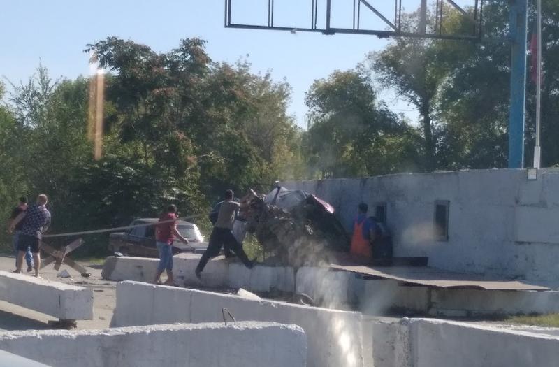 В Луганске на блокпосте в районе Юбилейного произошло ДТП с жертвами