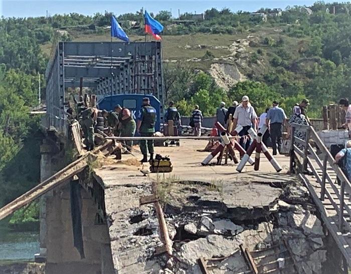 «ЛНР» так и не убрала с моста свой флаг и вагон с надписью «СЦКК»