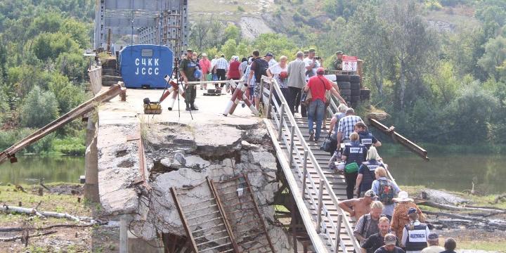 Украинская сторона убрала все фортификационные сооружения у моста у Станицы Луганской