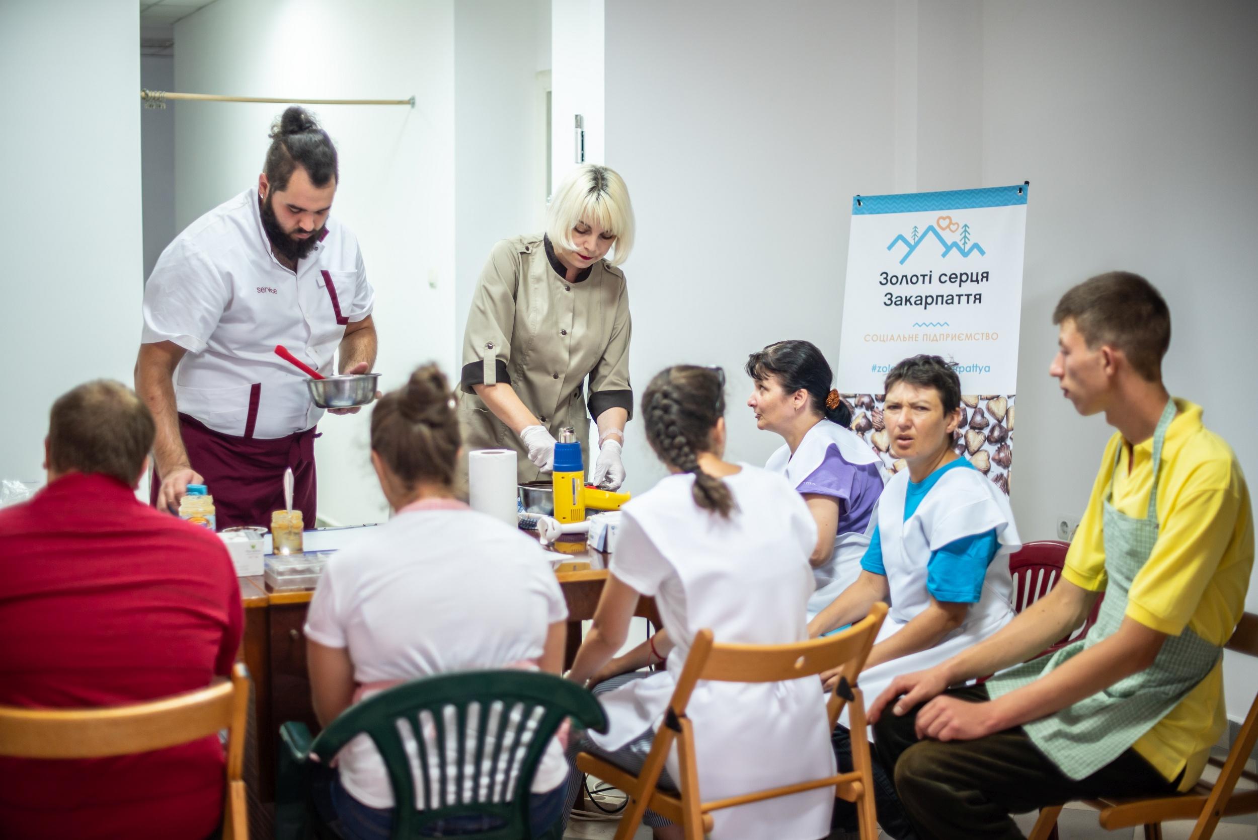 Особенный шоколад. Как переселенка из Луганска в Закарпатье создала инклюзивную кондитерскую