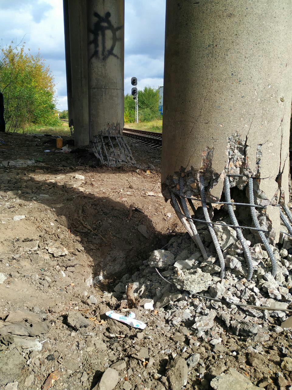 В Луганске пытались взорвать мост (ФОТО)
