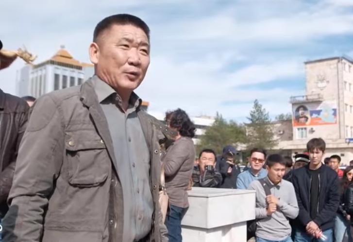 Вы приехали в Калмыкию уничтожать калмыцкий язык, — протестующие обратились к Трапезникову на украинском