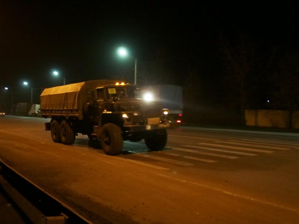 Колонну военной техники в Ростовской области заметили 3 октября (ВИДЕО)
