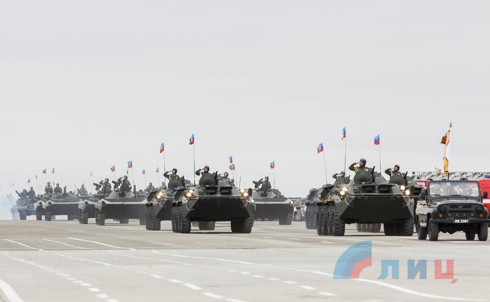 В Луганске на территории разрушенного аэропорта открыли парк с военной техникой