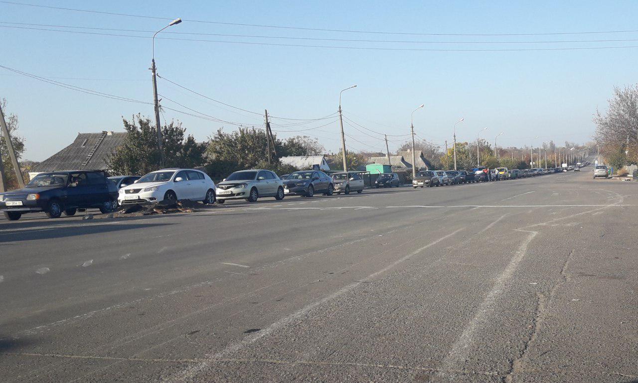 260 авто в одну сторону: в ОБСЕ рассказали об очередях на блокпостах