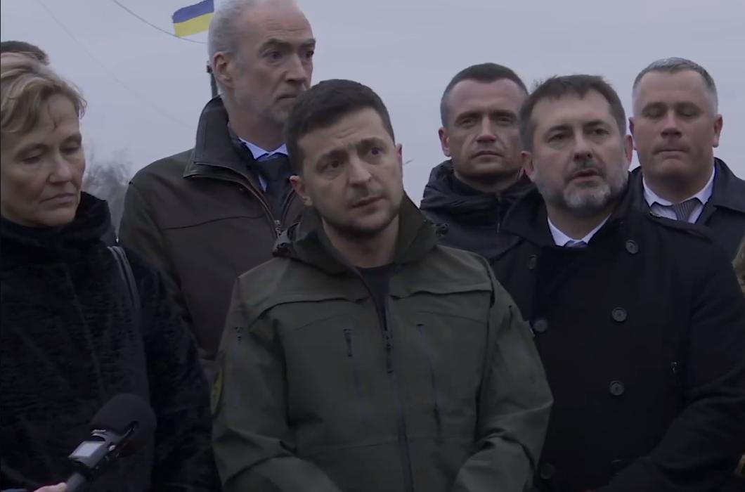 Зеленский приехал посмотреть на восстановленный мост в Станице Луганской