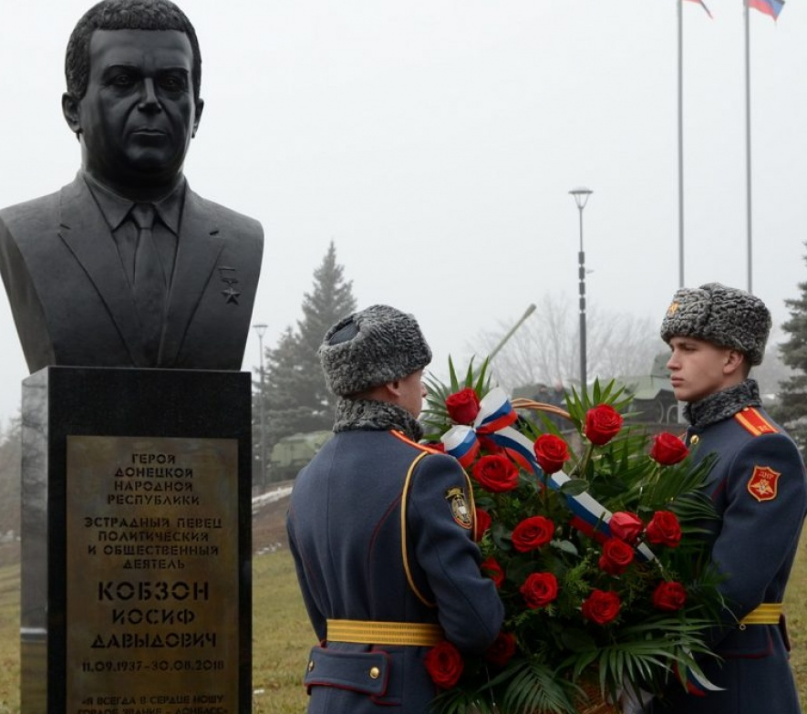 В Донецке открыли бюст Кобзону