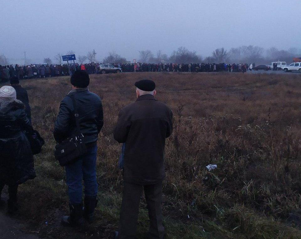 Перед пунктом пропуска «ЛНР» образовались длинные очереди