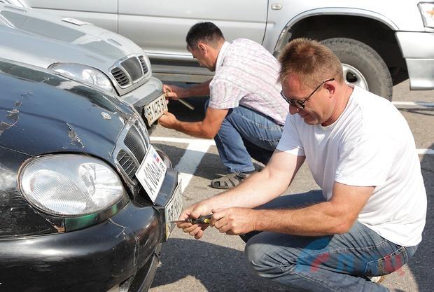 Скоро в Луганске будут штрафовать автомобили без регистрации «ЛНР». ЦЕНА ВОПРОСА