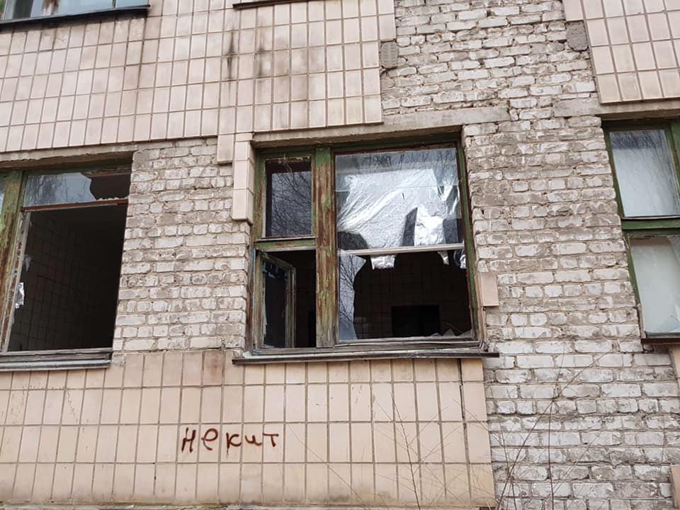 В «ЛНР» показали фотографии разрушенной больницы. Луганчане возмущены (ФОТО)