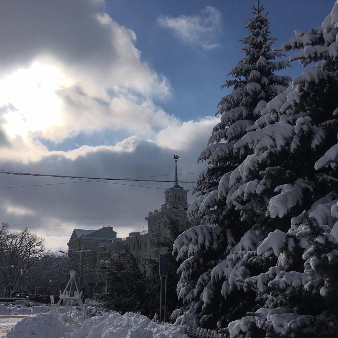 Снег в Луганске: луганчане делятся фотографиями заснеженного города (ФОТО)
