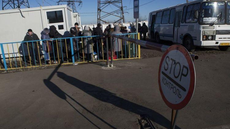 Упрощенный режим въезда в ОРДЛО для подростков продлили до мая