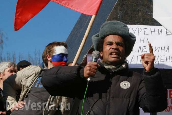 В России отпустили задержанного накануне «Черного Ленина» Бенесса Айо