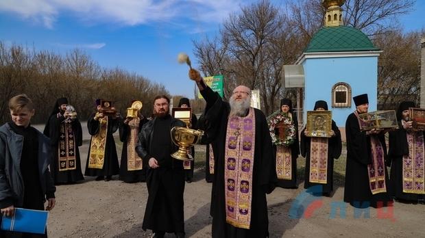 Луганские священники провели «антикоронавирусный» крестный ход (ФОТО)