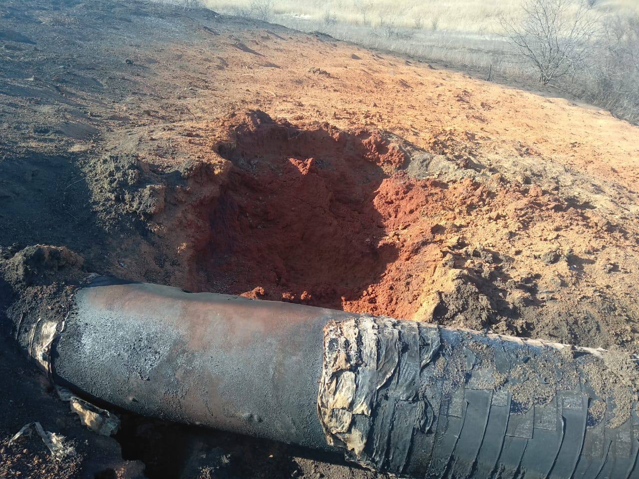 Огненный факел высотой несколько метров. В Донецкой области обстрелом поврежден газопровод