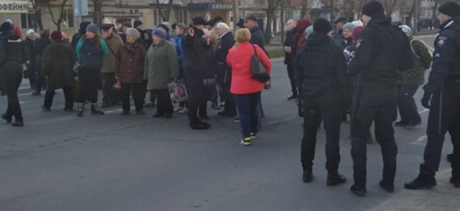 В Северодонецке работники рынка перекрыли улицу из-за карантина