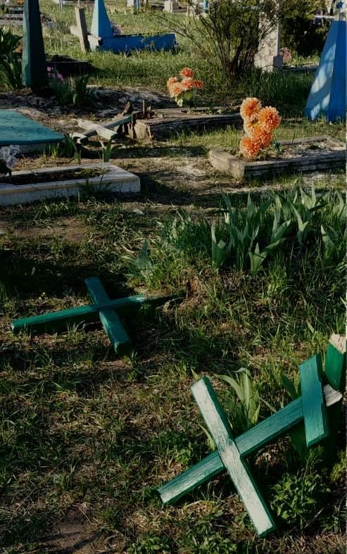 В Луганской области вандалами, сломавшими кресты на кладбище, оказались дети от 6 до 11 лет
