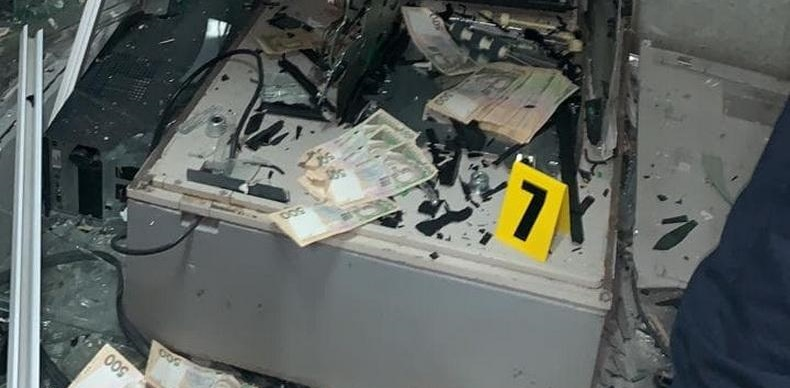 В Рубежном неизвестные взорвали банкомат