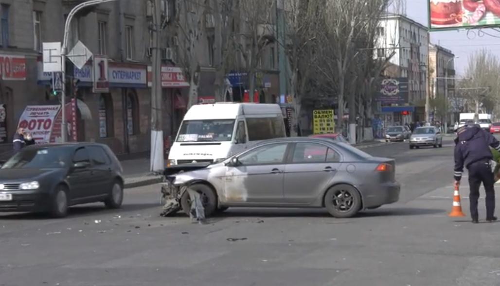 В Луганске случилось ДТП с участием скорой помощи
