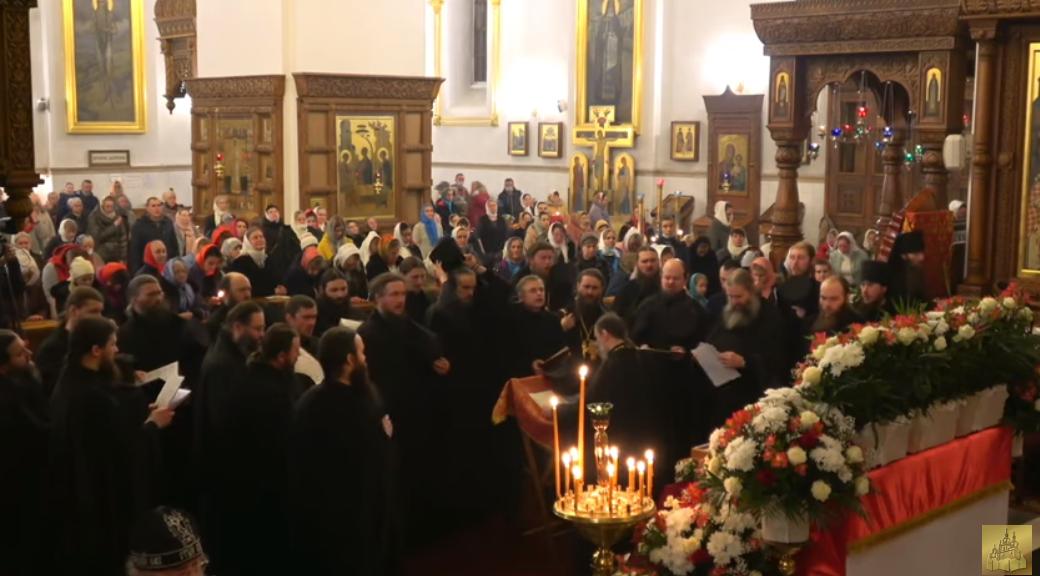 В Святогорской лавре на Пасху собралась толпа верующих. Заведено уголовное дело