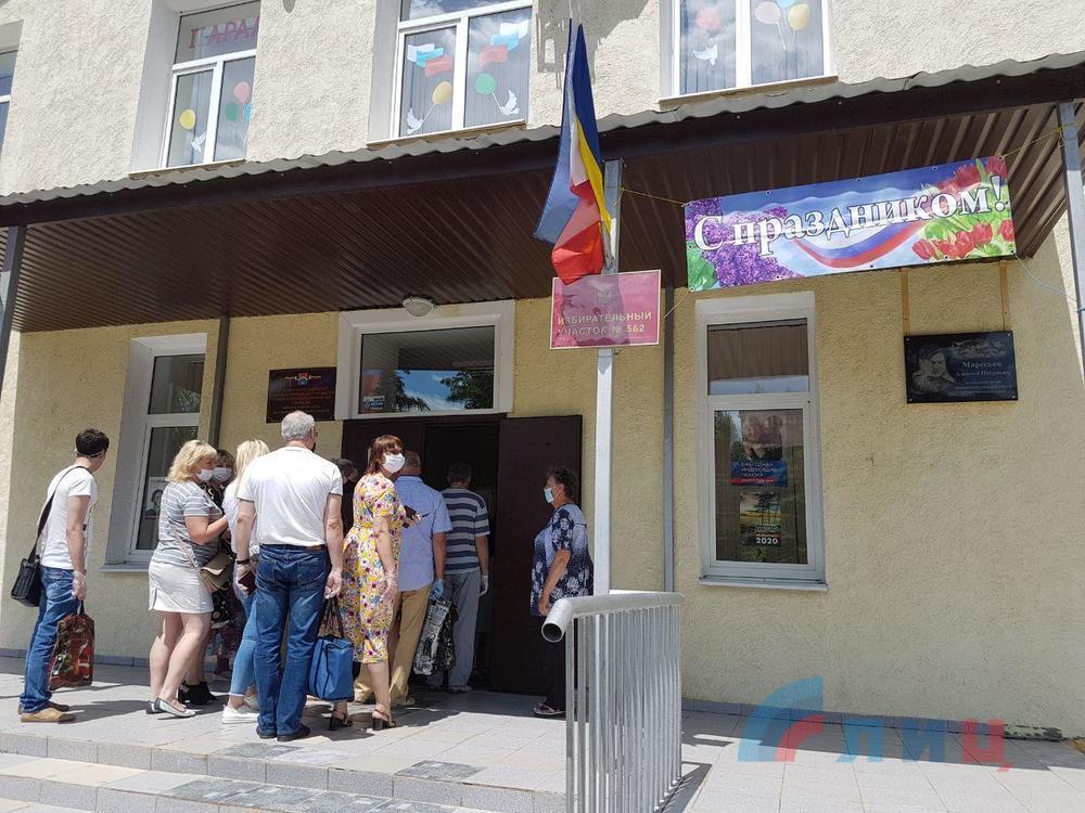 «ЛНР» показала, как люди с оккупированной территории голосовали за путинские поправки